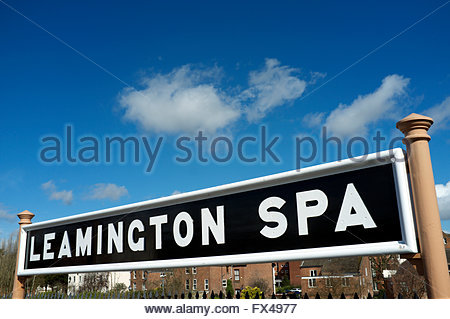 GWR style running-in board for Leamington Spa railway station. Warwickshire, UK. - Stock Image