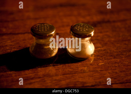 salt and pepper side by side with one shadow - Stock Image