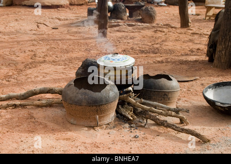 Cooking fire in the village of Bouchipe, Gonja triangle, Damango district, Ghana. - Stock Image