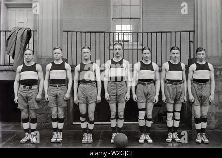 Basketball contestants in elimination meet at the 69th Armory, N.Y. City, N.Y. Camp A.A. Humphreys, Va., Basketball Team ca. March 30, 1920 - Stock Image