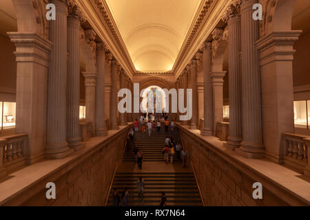 Visitors in stairs to the Great Hall in the Metropolitan Museum of Art, Manhattan, New York USAThe Metropolitan Museum of Art, Manhattan, New York USA - Stock Image