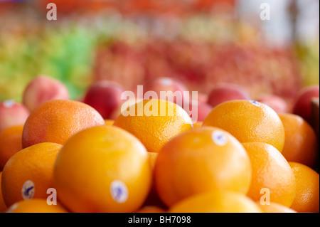 Oranges at fruit market - Stock Image