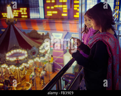 mother and daughter at funfair - Stock Image