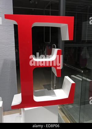 A big red letter E at night in a shop window - Stock Image