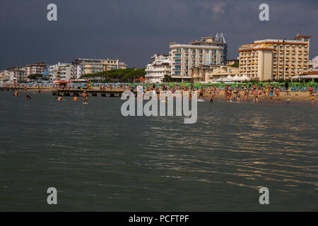 Jesolo, Italy, 2 August 2018. Hot cloudy morning. People dancing on Jesolo beach. Credit: Lukasz Obermann/Alamy Live News - Stock Image