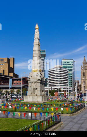 Memorial to the Engine Room Heroes of the Titanic on St Nicholas Place, Liverpool. The memorial was erected in 1916. - Stock Image