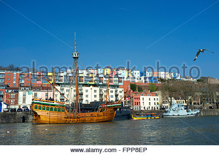 Colourful housing in Hotwells provides a backdrop to the replica ship the Matthew. Bristol Floating Harbour - Stock Image