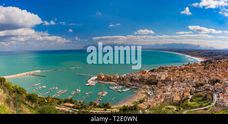 Beautiful panoramic view of medieval fortress in Cala Marina, harbor in coastal city Castellammare del Golfo in the morning, Sicily, Italy - Stock Image