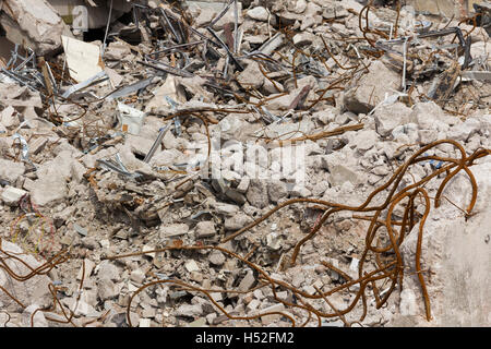 Concrete rubble and twisted metal from the demolition work on a 1960s concrete office building in the UK. - Stock Image