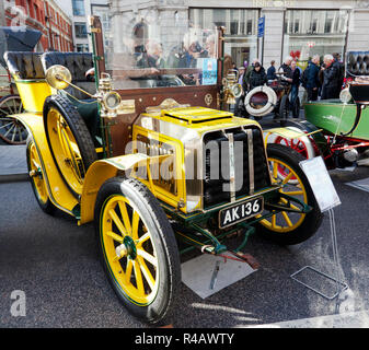 Three-quarter front view of a 1903 Darracq in the Veteran Car Concours d'Elegance, at the 2018 Regents' Street Motor Show - Stock Image