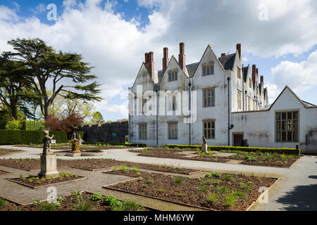 St Fagans Castle / Castell Sain Ffagan, an Elizabethan mansion near Cardiff, Wales, UK, part of St Fagans National Museum of History. - Stock Image