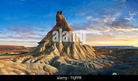 Castildeterra rock formation in the Bardenas Blanca area of the Bardenas Riales Natural Park, Navarre, Spain - Stock Image