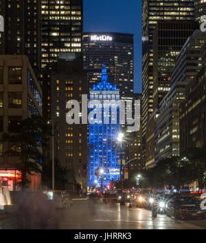 Helmsley Building lit up blue at night - Stock Image