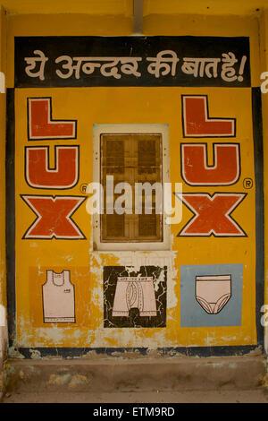 Advert for washing powder on a wall. Mandawa, Shekawati region, Rajasthan India - Stock Image