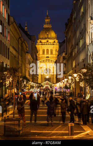 Tourists visiting Christmass fair at Basilica in Budapest - Stock Image