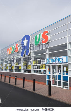 Nottingham, UK. 5th March 2018 Toys R Us closing down sale with 25% off at Riverside Retail Park. Toys R Us have - Stock Image