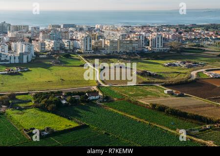 The coastline and the Atlantic Ocean in the Costa da Caparica, Almada, Lisbon, Portugal - Stock Image