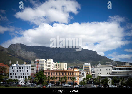 Office buildings in central Cape Town, with Table Mountain in the background, viewed from The Castle of Good Hope.. - Stock Image