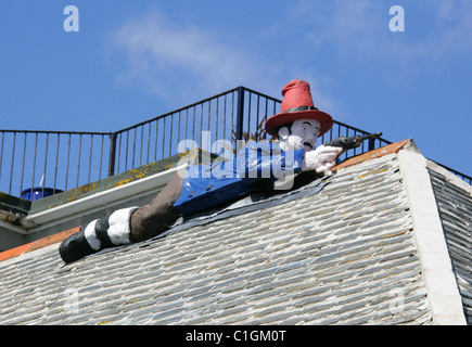 Figure of an Armed Smuggler on the Roof of the Admiral Benbow Public House, Penzance, Cornwall. - Stock Image