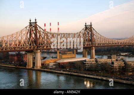 Queensboro Bridge over Roosevelt Island, New York, NY, USA - Stock Image
