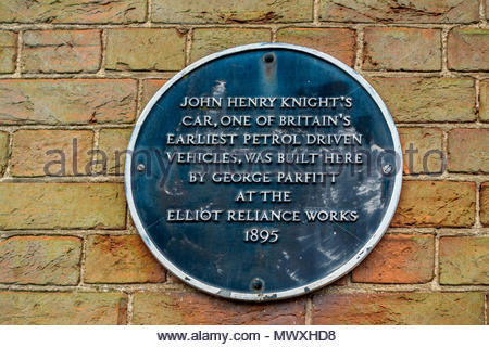 A plaque on the wall of the buiding in Farnham, Surrey where one of Britain's earliest petrol cars was built by George Parfitt - Stock Image