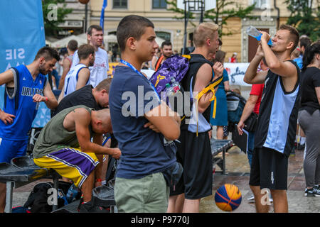 Krakow, Poland. 15th July 2018. Young people get to try basketball in the Main Square in central Krakow Credit: Thomas Faull/Alamy Live News - Stock Image