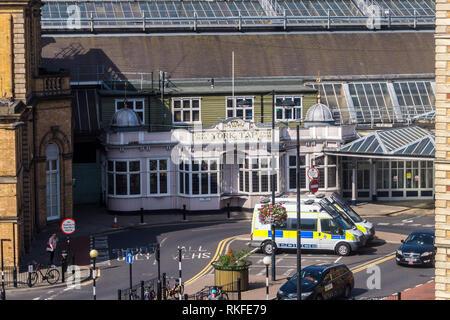 York Tap pub, York railway station, England - Stock Image
