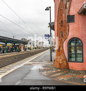 Uelzen, Germany, December 21., 2018: Red and flesh-coloured railway keeper's house at the end of a platform in Uelzen - Stock Image