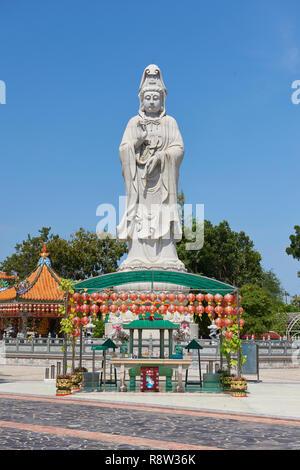 Very large statue of Buddhist goddess of mercy Guanyin, in Kuang Im Chapel, near River Kwai, in Kanchanaburi, Thailand. - Stock Image