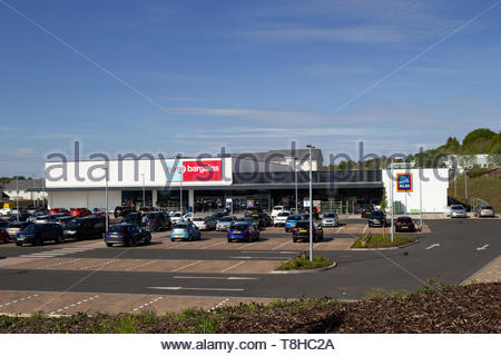 Home Bargains and Aldi stores on the old Rolls-Royce site in East Kilbride - Stock Image