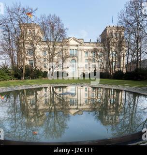 Germany, Berlin. Tourists at Holocaust Memorial reflecting pool. Credit as: Wendy Kaveney / Jaynes Gallery / DanitaDelimont.com - Stock Image