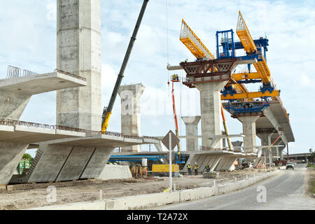New Harbor Bidge construction, morning light, The harbor bridge crosses the Corpus Christi Ship Channel which serves the port of Corpus Christi. - Stock Image