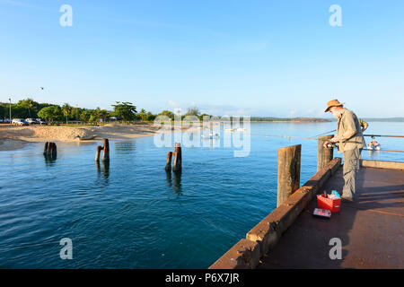 Fisherman on Seisia wharf, Cape York Peninsula, Far North Queensland, FNQ, QLD, Australia - Stock Image
