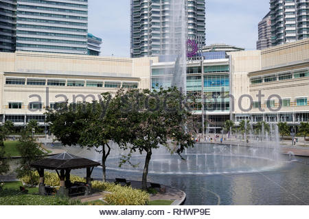 The park and fountains at Kuala Lumpur City Centre KLCC: Malaysia. - Stock Image