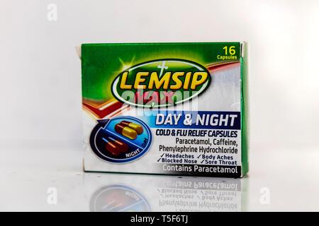 Lemsip Max capsules, Lemsip Max box, Lemsip Max, Lemsip Max day & night capsule, Lemsip, Max, Lemsip capsules, Lemsip box, Lemsip Max day & night - Stock Image
