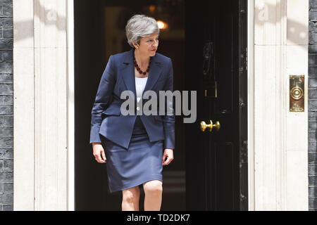 Prime Minister Theresa May leaves 10 Downing Street, London to welcome Nepalese Prime Minister KP Sharma Oli. - Stock Image