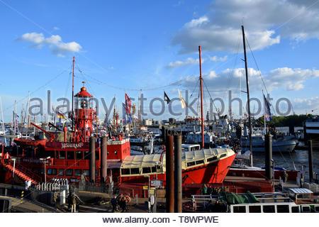 Boats at the St. Pauli-Landungsbrücken, Hafengeburtstag - Stock Image