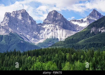 A view of the Three Sisters Mountain looking up from the the trail. - Stock Image
