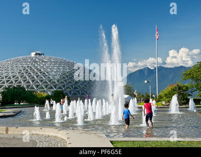 Queen Elizabeth Park in Vancouver, BC Canada.  Children playing in the fountain on a hot summer day. - Stock Image