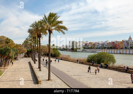 Walkway by the Canal de Alfonso XIII at Triana, Seville, Spain - Stock Image