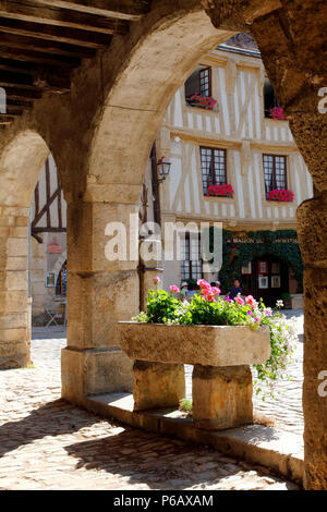 France, Bourgogne Franche Comte region (Burgundy), Yonne department, Noyers or Noyers sur Serein (most beautiful village of France) city hall square - Stock Image