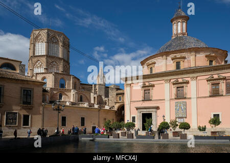 Plaza Decimo Junio Bruto, showing Basílica de la Mare de Déu dels Desemparats, a shrine to patron saint of Valencia, and Valencia Cathedral, Spain - Stock Image