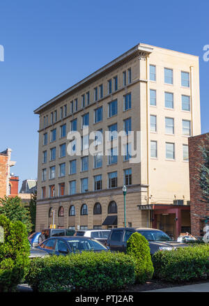 JOHNSON CITY, TN, USA-9/30/18: The seven story Downtown Towers stands on East Main St., in Johnson City. - Stock Image