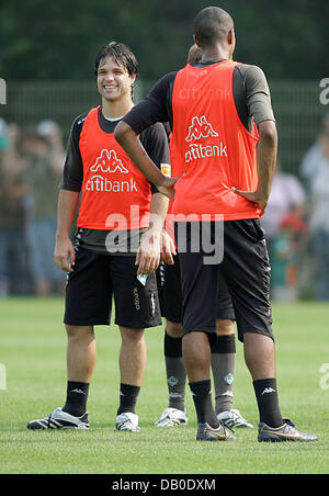 Brazilian Diego (L) and Naldo chat during the practice session of Bundesliga club Werder Bremen at Weserstadium - Stock Image