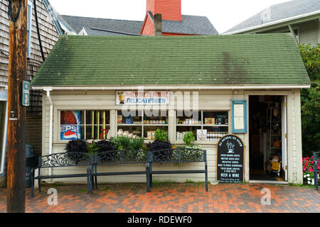 The Old Salt's Pantry delicatessen in Kennebunkport, Maine, USA. - Stock Image