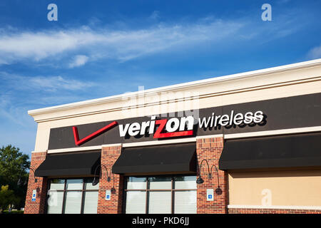 Verizon Wireless front exterior sign and corporate logo in Montgomery Alabama, USA. - Stock Image