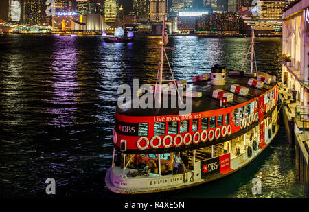 The Kowloon ferry docking on Hong Kong Island - Stock Image
