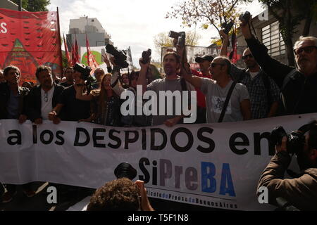 Argentina Crisis: Protest of the Clarín Newspaper (AGEA SA) employees against dismissal - Stock Image