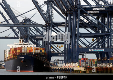 Berth 9 a newly opened extension (Nov 2015) which is able to handle two of the world's largest containerships - Stock Image