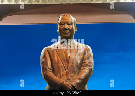 Statue of King Norodom Sihanouk in park in Preach Suramit Boulevard in Phnom Penh, Cambodia. - Stock Image
